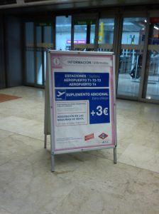 Quem sai do aeroporto de metrô tem que pagar o adicional de 3euros!