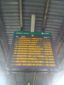Painel informa horário dos trens e plataforma