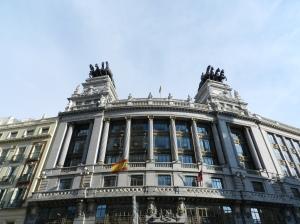 Um dos edifícios mais bonitos na região do metrô Sevilla