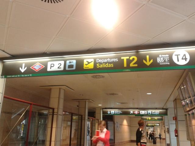 Símbolo à direita, onde aparece a palavra BUS, se refere ao ônibus gratuito que conecta os terminais