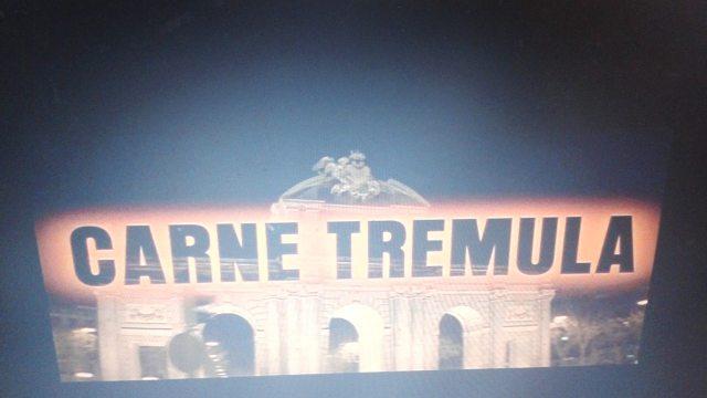 Puerta de Alcalá na abertura de Carne Trêmula