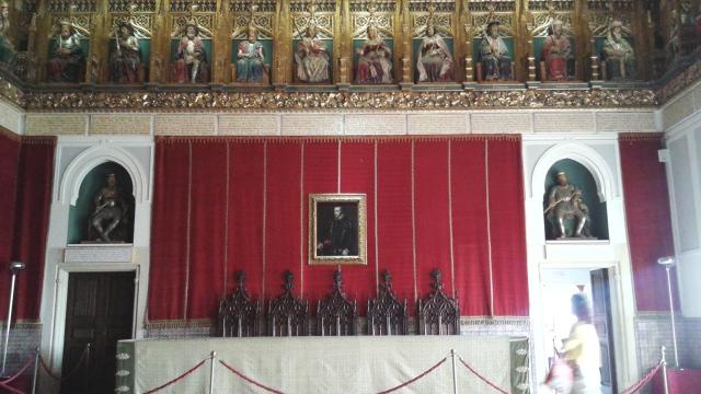 Uma sala impressionante que reúne reproduções muito boas de dezenas de reis da Espanha. Impressionante!