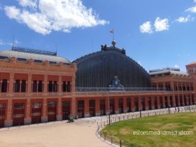 Estação de Atocha - facilmente acessível de trem (cercanías), metrô e ônibus