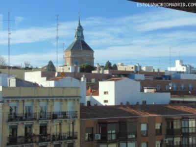 Vista do terraço em um dia de sol e céu azul