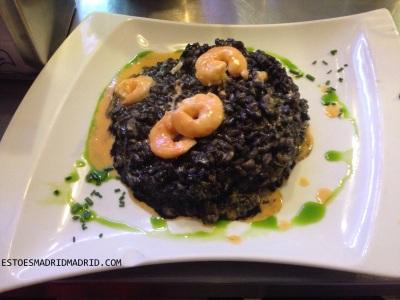 Arroz negro com camarão