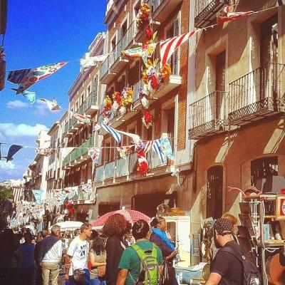 Clássico passeio de domingo: passear pelas ruas de Madrid em mercadillos, ir a bares, restaurantes...