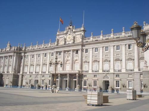 Política também é problema por aqui e, ainda por cima, vivemos em uma monarquia